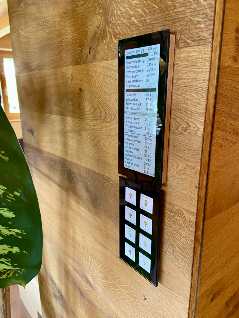 An E-ink display for KNX. Bus powered. Designed like MDT glas-switch